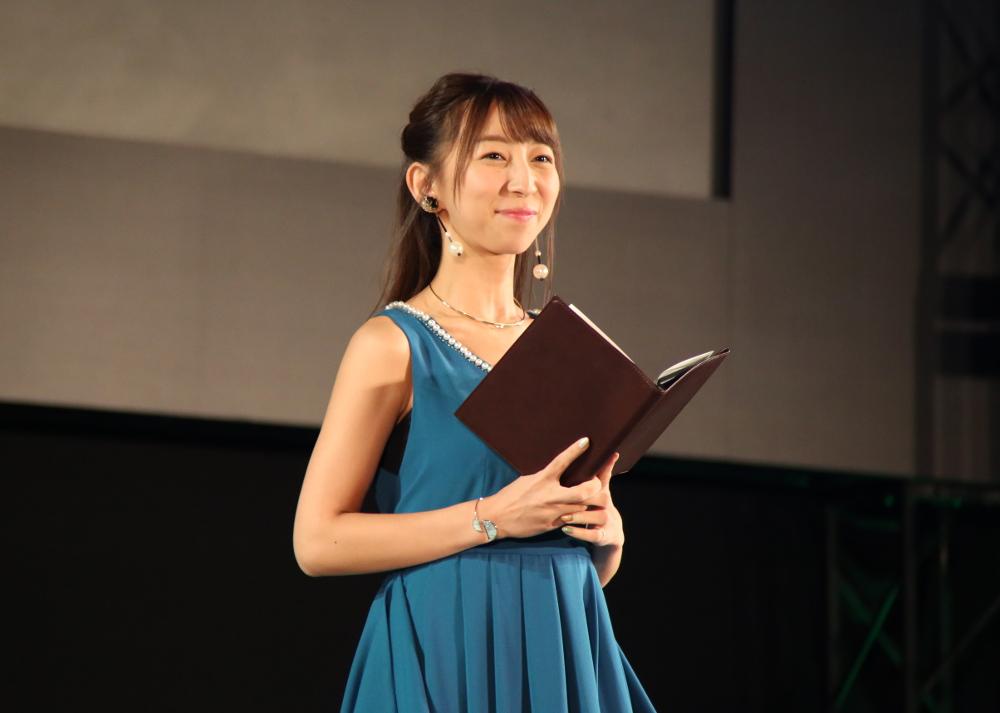 イベントでMCを務めた飯田里穂