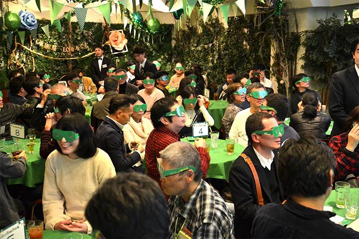 【格安スマホ・SIM】緑サングラスにマグロに宝箱!? mineo長期利用特典のパーティーに感謝のサプライズが続出[PR]