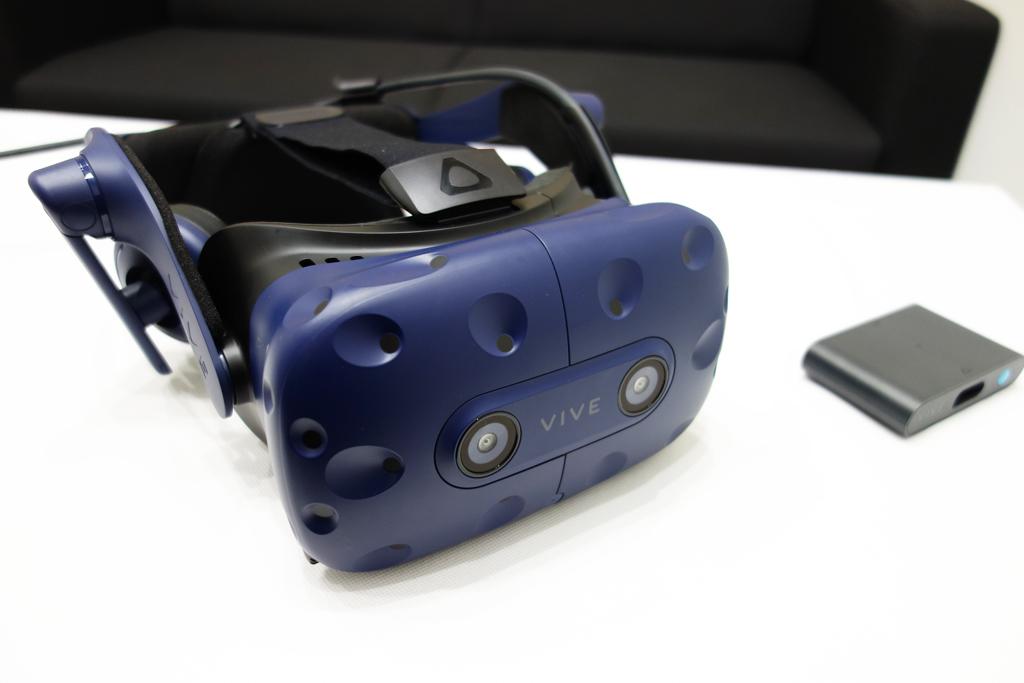 HTCの新VRヘッドセット『VIVE Pro』がお披露目 解像度と付け心地が進化した『VIVE』の上位機種