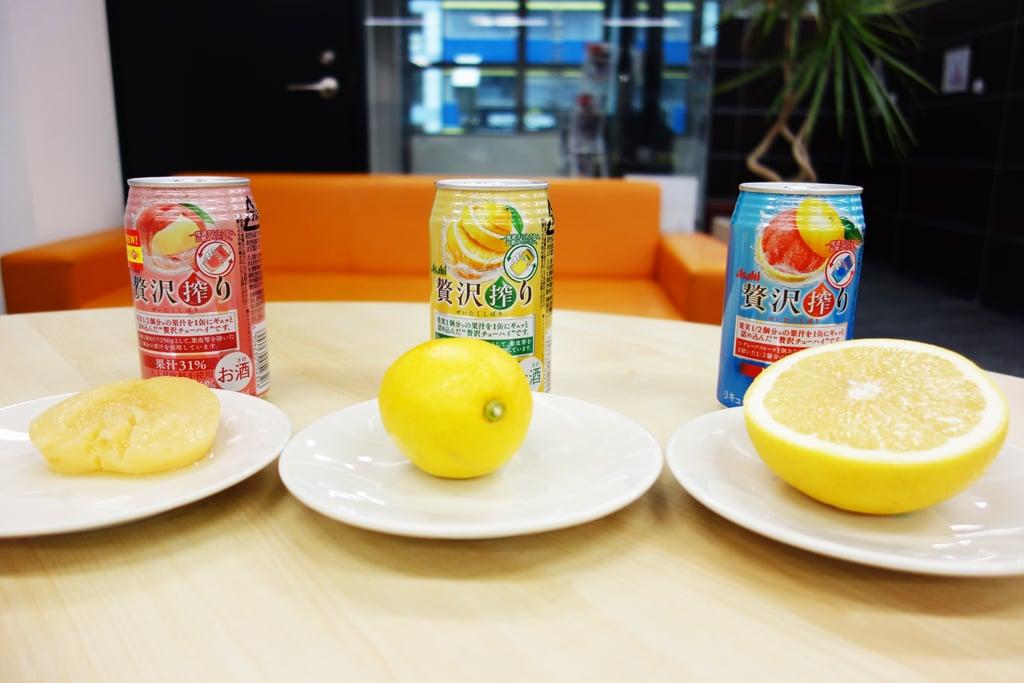 果実1/2個以上を使用! 果実感たっぷりのチューハイ『アサヒ贅沢搾り』にはこんなに果汁が入っている