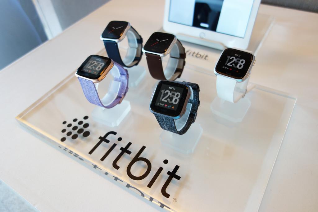 Fitbitの新スマートウォッチ『Fitbit Versa』は6月15日発売 発表会では子供向けの活動量計『Fitbit Ace』も発表