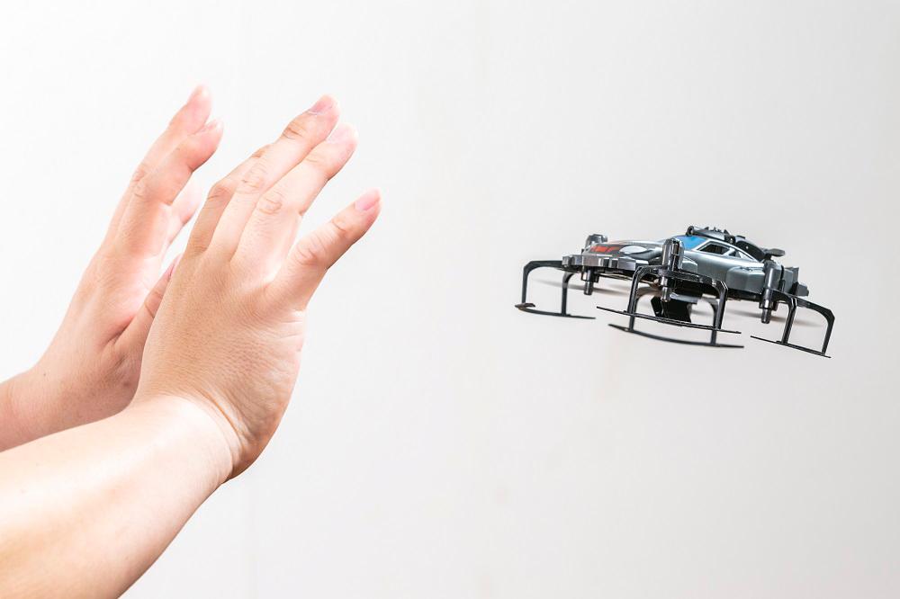 障害物回避やハンドパフォーマンスもできるトイドローン『センサーモービル 360』が発売