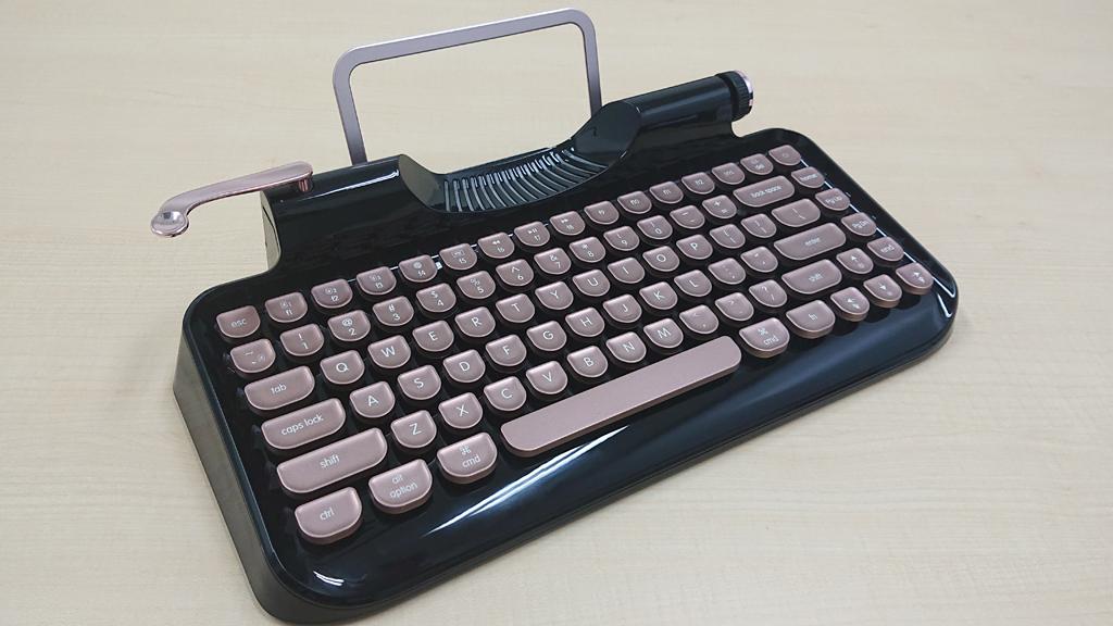 『Makuake』で即日目標金額を達成 タイプライター調デザインのメカニカルキーボード『Rymek』フォトレビュー