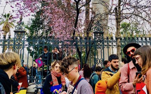フェミ・デモに集まった人々
