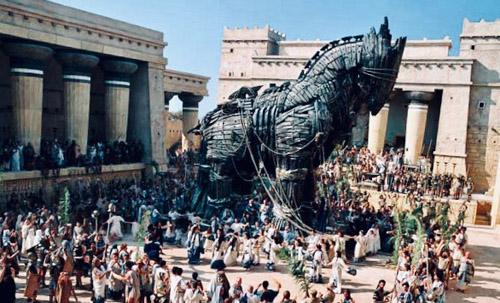 イタリアは本当にトロイの木馬なのか