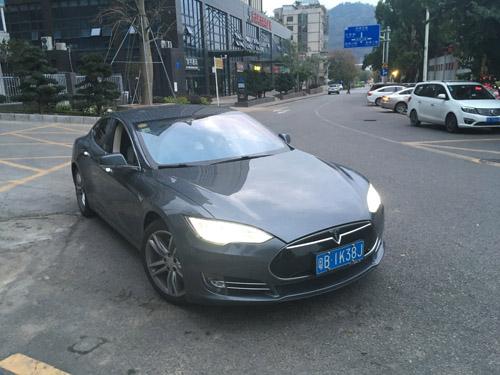 テスラ(Model S)