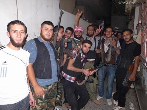 ヒゲ面が多い最前線の町の自由シリア軍=2012年7月25日