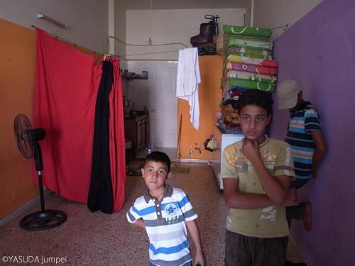 空き店舗を借りて生活するシリア人難民=2012年6月10日