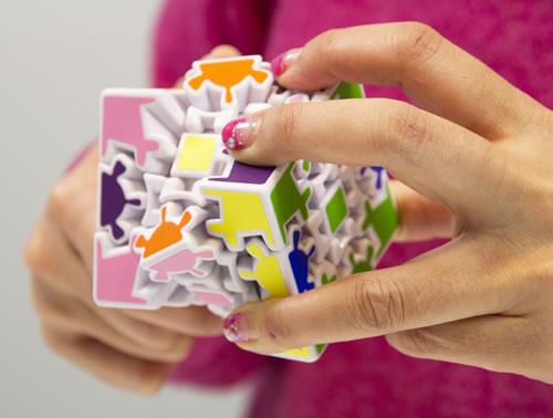 """""""程よい""""難易度で楽しめるキューブパズル『3D ギアキューブ』発売へ"""