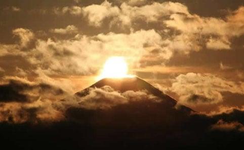 高尾山から見るダイヤモンド富士