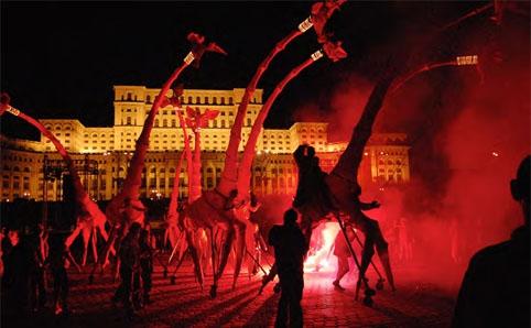 祝祭スペクタクルイベント Les Girafes(レ ジラフ)