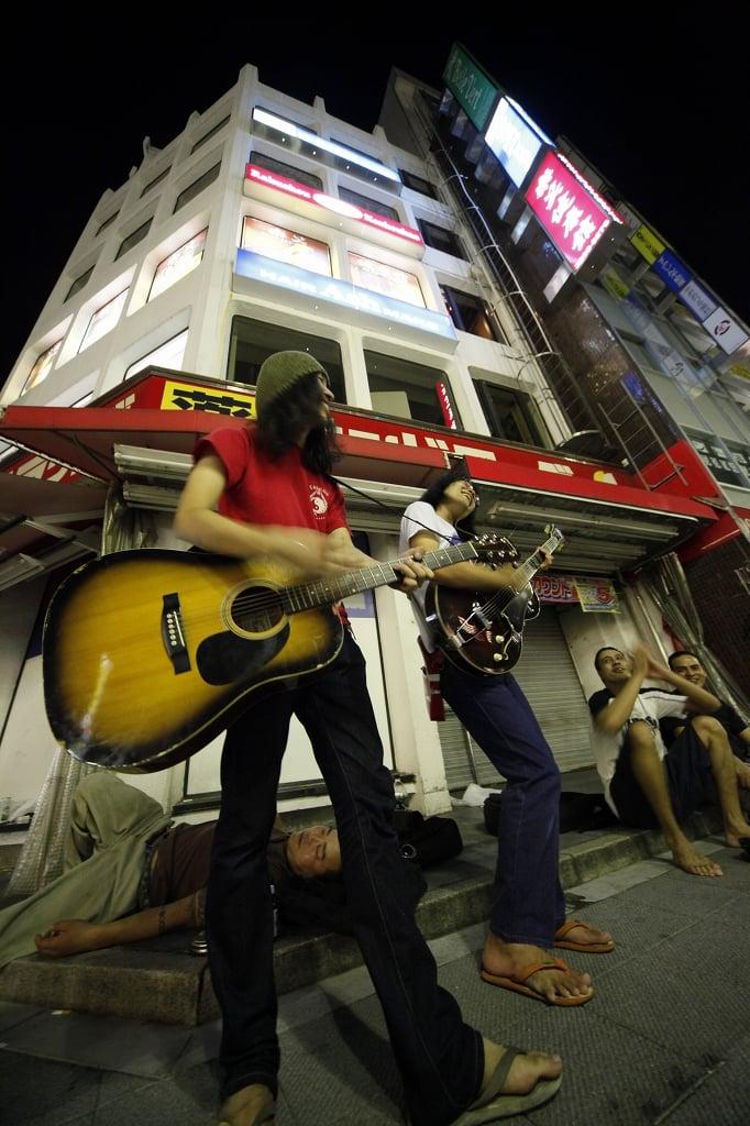 高円寺駅前の夜