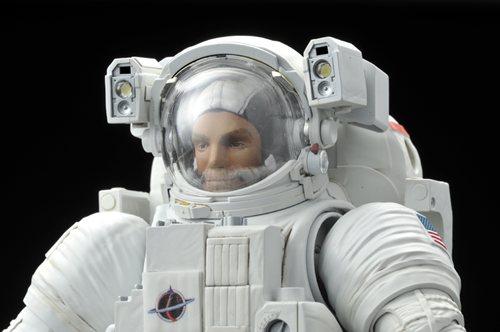 『1/10 ISS 船外活動用宇宙服』ヘルメット装着時
