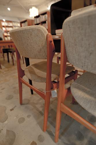 店内で座れる椅子も購入可能