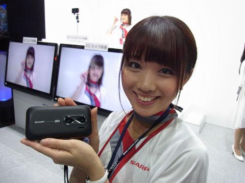 シャープが出展しているモバイル3Dカメラ