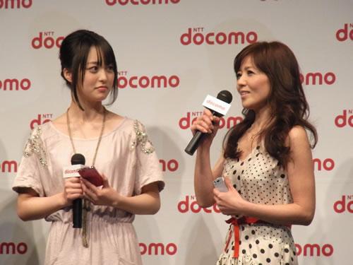 朝倉あきさん(左)と石野真子さん(右)