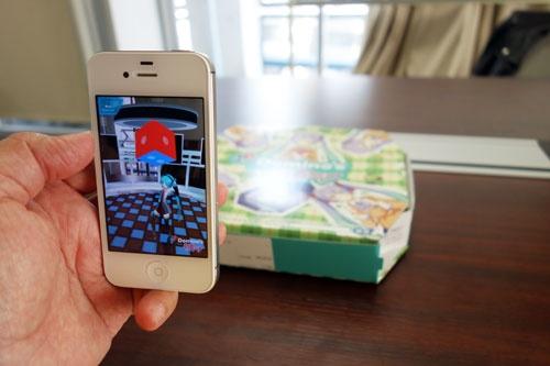 ARミクがピザ箱の上で踊り社長はミクカラータイでドヤ顔 ドミノ・ピザ×初音ミクのコラボ集大成『Domino's App feat. 初音ミク』を早速使ってみた