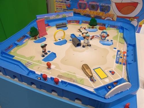 【東京おもちゃショー2012】空き地で野球やろうぜ! おなじみのキャラやひみつ道具が使える『ドラえもん野球盤』