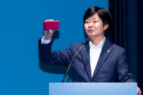 LG モバイルコミュニケーションセールスグループ 統括部長の首藤 晃 氏