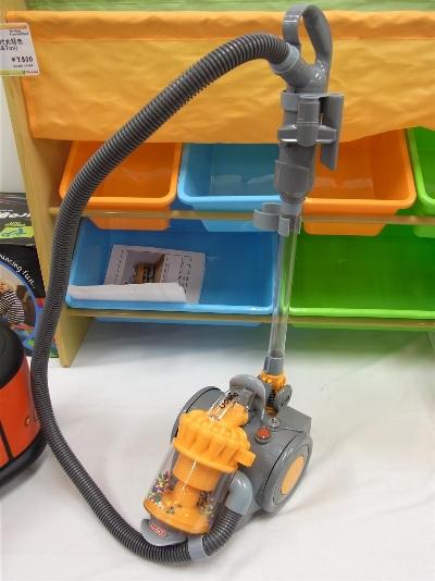 日本育児は、高級掃除機『ダイソン DC22』のおもちゃを出展