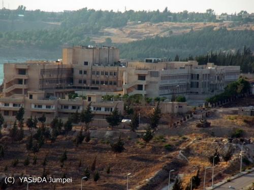 シリア政府軍が基地として使用し、病院としては全く機能していない総合病院