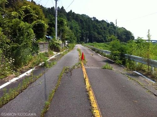 ひび割れた道路