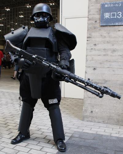 ケルベロス 武器は本当に映画で使われた物らしいです