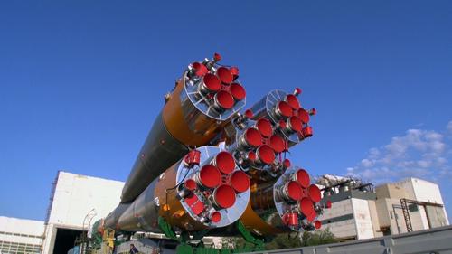 牽引される『ソユーズ』の噴射口