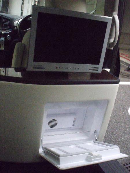 モニターと冷蔵庫