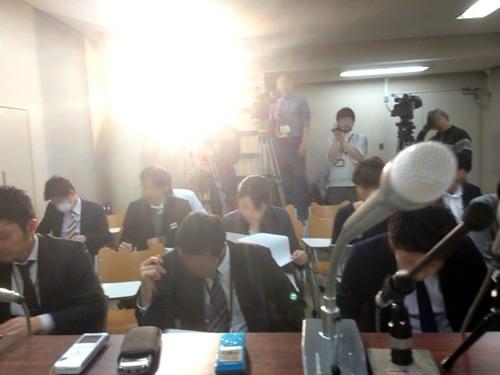 司法記者クラブでの記者会見。原告側から見るとこんな感じ