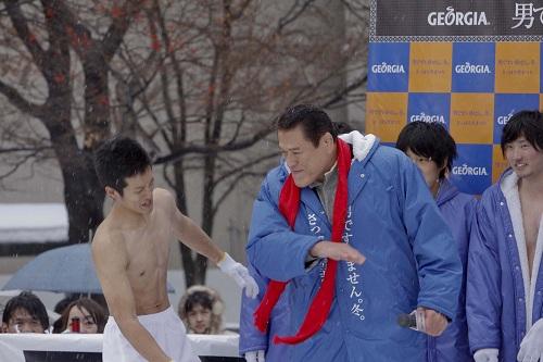 優勝者の小野さんに闘魂注入