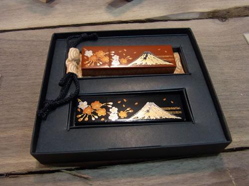 漆塗りのUSBメモリー『URUSHI』