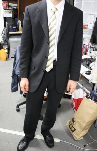 スーツを着たら大人になれた?