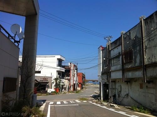 JR富岡駅に通じる道路