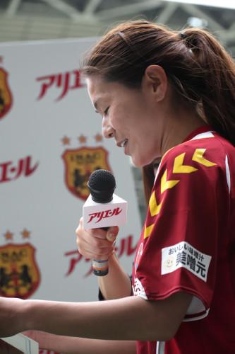 表彰を読み上げる澤選手