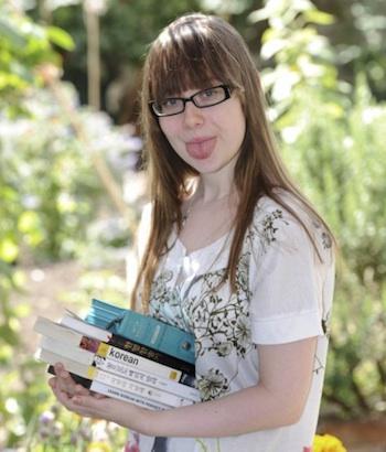 英国少女が舌を韓国語発音型に整形手術
