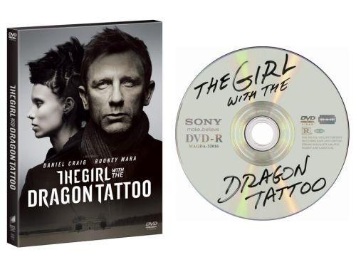 """『ドラゴン・タトゥーの女』DVD、日本でも""""海賊版""""仕様で発売決定!―全米発売時に話題となった盤面デザインを踏襲"""