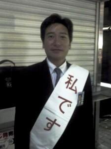 夜の祇園に出没する「私です」のタスキ男 いったい誰?