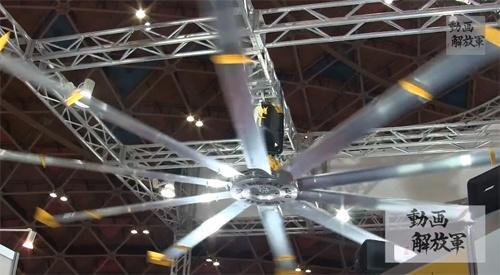 そよ風を人工的に作る画期的な天井ファン『ビッグアスファンズ』