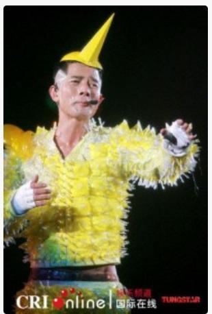 香港スター! アーロン・クオックさんのステージ衣装が奇抜すぎると話題に!