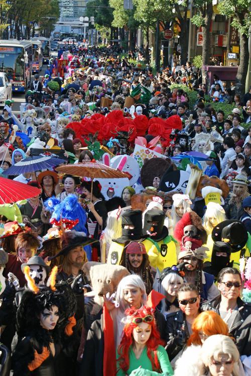 【画像あり】ハロウィンを何か勘違いした人たちが川崎に集結