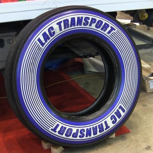 黒いだけのタイヤは古い LACタイヤプリンターでドレスアップ