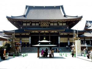 初詣の元祖とされる川崎大師の本堂