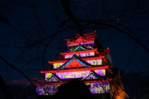 大阪城が闇夜に輝く大阪城3Dマッピングがすごい