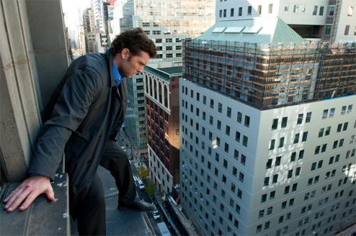 """高所恐怖症のサム・ワーシントン、地上60mの""""崖っぷち""""で恐怖体験"""
