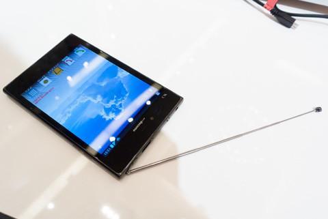 """4:3显示屏是否会穿透?你担心5英寸大屏幕的docomo智能手机""""Optimus Vu L-06D""""的价格是多少?"""