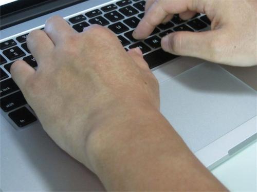 冷房なしでは低温やけどしそうな熱さ! 発熱は他製品と同じMacBook Pro Retinaディスプレイモデル【デジ通】