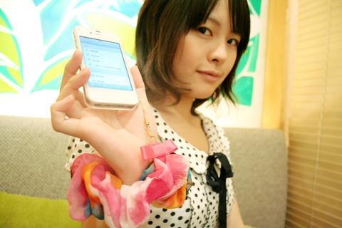 女子力アップ効果が半端ないストラップ!SoftBank SELECTION「スマホウエア」シリーズ第2弾の「シュシュストラップ」を試してみた【レビュー】