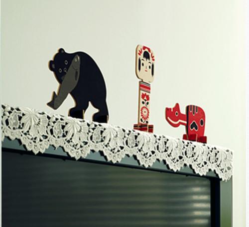 薄型テレビの課題を解決? 薄型テレビ用の赤べこや木彫りの熊【話題】