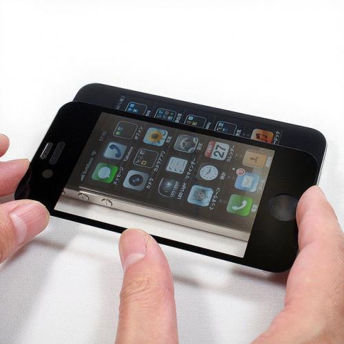 叩いてもひっかいてもOK!iPhone液晶を保護するスクリーンプロテクター【イケショップのレア物】